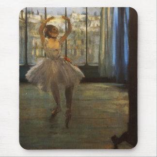 Desgaseifique o dançarino de balé que levanta mouse pad