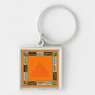 Design alaranjado com uma imagem abstrata de chaveiro quadrado na cor prata