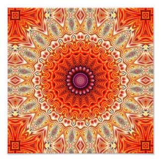 Design alaranjado e branco da flor Kaleidoscopic