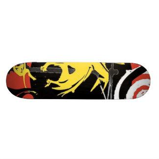 Design amarelo do dinossauro em um skate!