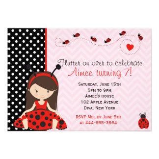 Design bonito da menina do joaninha da joaninha convite personalizados
