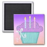 Design bonito do cupcake do aniversário imã