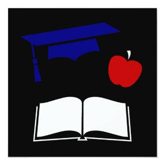 Design branco da graduação e azul vermelho convites personalizados