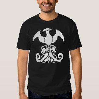 Design branco da videira e da folha da criatura camisetas