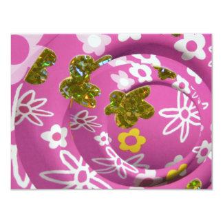 design cor-de-rosa do brilho convites personalizados