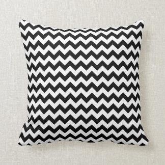 Design corajoso clássico preto e branco de Chevron Travesseiro