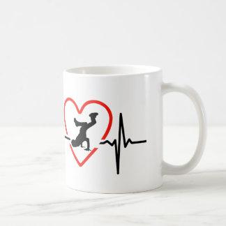design da pulsação do coração do brakedance caneca de café