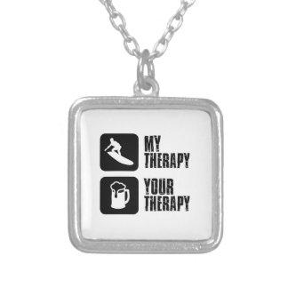 design da terapia do conselho do skate colar com pendente quadrado