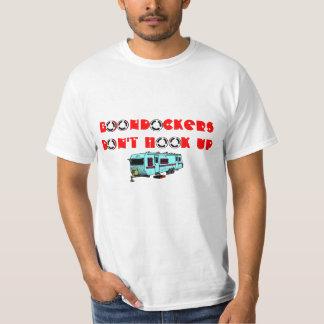 Design de acampamento seco da estrada de t-shirt