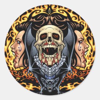 Design gótico dos crânios dos vampiros e dos bast adesivo redondo