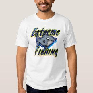 Design mal-humorado do tubarão da pesca extrema tshirt