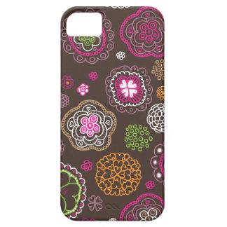 Design retro do teste padrão do coração das flores capa barely there para iPhone 5