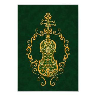 Design verde dourado intrincado do violino convites personalizados
