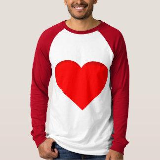 Design vermelho do impressão do dobro dos corações camiseta