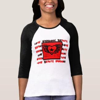 Design voado dos grafites do coração para camisas