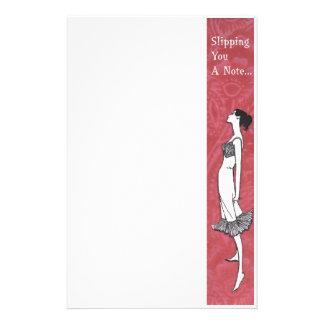 Deslizando o um papel de carta da lingerie da nota papelaria