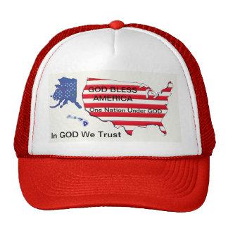 Deus abençoe… uma nação… nós confiamos o chapéu do boné