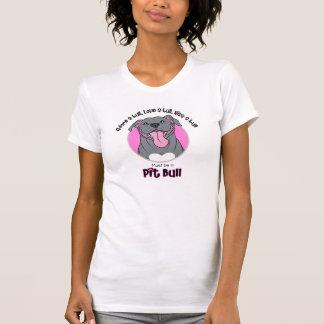 Deve ser um pitbull, cor-de-rosa no branco t-shirt
