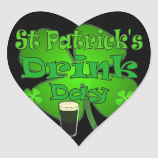 Dia da bebida de Patricks da rua - eu sou irlandês Adesivo Coração