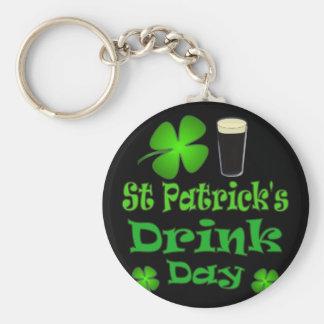 Dia da bebida de Patricks da rua - eu sou irlandês Chaveiro