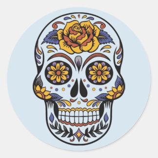 Dia do crânio pintado morto com etiquetas