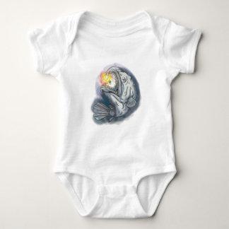 Diabo-marinho que Swooping acima a atração Body Para Bebê