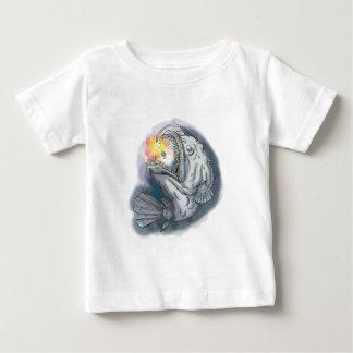 Diabo-marinho que Swooping acima a atração Camiseta Para Bebê