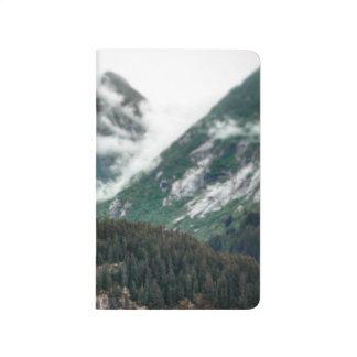 Diário A montanha nevoenta cobre o jornal