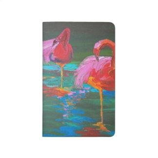 Diário Dois flamingos cor-de-rosa no lago verde