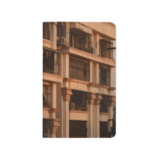 Diário Jornal do por do sol do apartamento da cidade