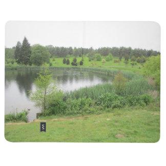 Diário Livro de nota com cobrir tranquilo da cena do lago