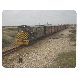 Diário Livro de nota com imagens do trem do diesel e do