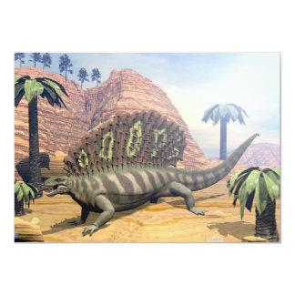 Dinossauro do Edaphosaurus que anda no deserto Convite 12.7 X 17.78cm