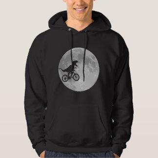 Dinossauro em uma bicicleta no céu com lua moleton com capuz