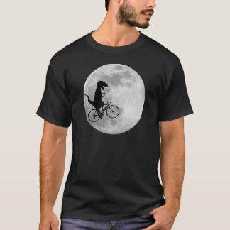 Dinossauro em uma bicicleta no céu com t-shirt da camiseta