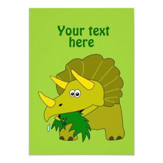 Dinossauro verde bonito dos desenhos animados do convite personalizado