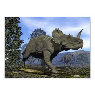 Dinossauros do Centrosaurus que andam entre a Convite 12.7 X 17.78cm