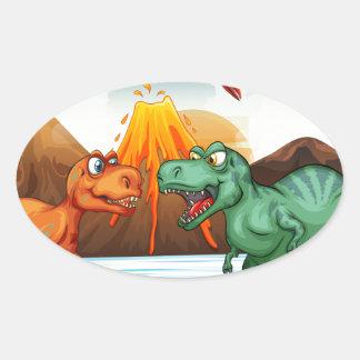Dinossauros que lutam no campo adesivo oval