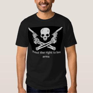 direito para descobrir a camisa dos braços t-shirt