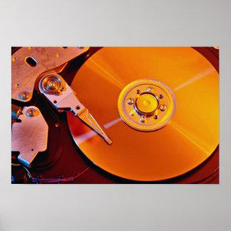 Disco rígido com bandeja dourada poster