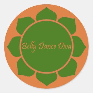 Diva da dança do ventre adesivo em formato redondo