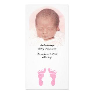 Do anúncios do nascimento da foto das pegadas cartao com foto personalizado