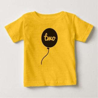 Do bebê camisa do aniversário em segundo