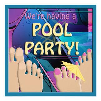 Do cocktail engraçado dos pés da festa na piscina