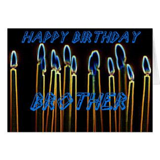 Do feliz aniversario velas do cartão do irmão