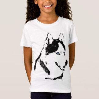 Do miúdo ronco do cão de trenó da camisa da menina