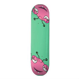 Doce que espreita o monstro feminino skate boards