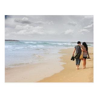 dois amantes na praia cartão postal