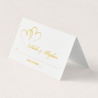 Dois cartão entrelaçado do lugar do ouro corações