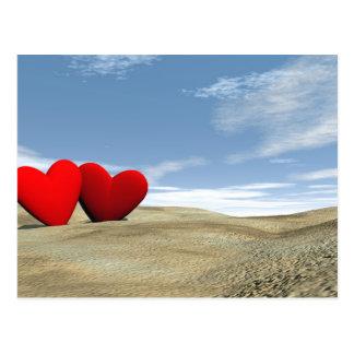 Dois corações na praia - 3D rendem Cartão Postal